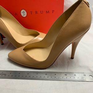 New 9.5 Ivanka Trump natural leather pump CHALTA